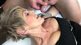 Mature amateur Ivana Beznoskova in high heels having nice sex