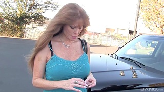 Busty mature Darla Crane gives a sloppy blowjob there a lucky dude