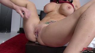 Naughty cougar Jayden Jaymes fingers their way clit before having sex